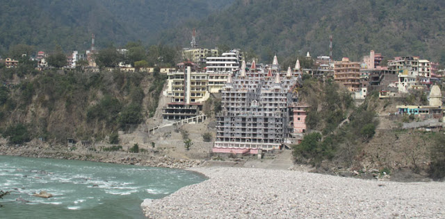 Rishikesh overview of Ganga river and city