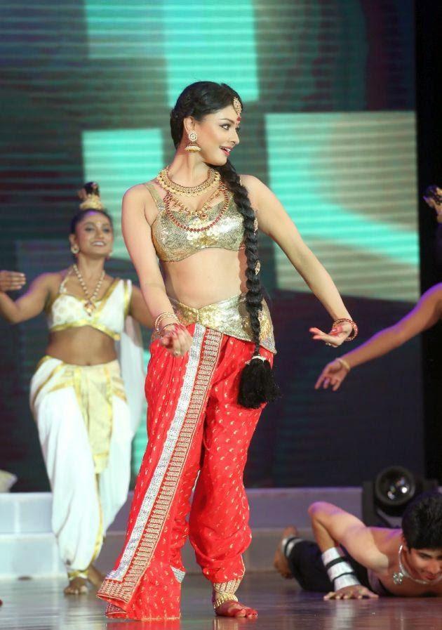 Pooja Kumar Dance at Uttama Villain Audio Launch