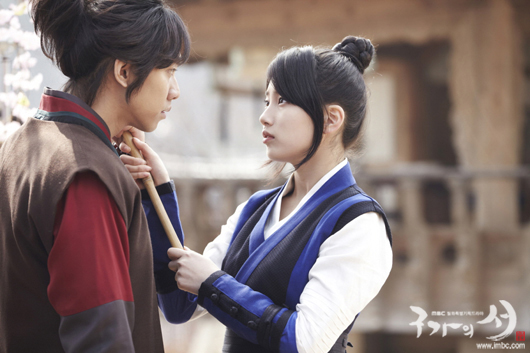 "NEXT] Foto Lee Seung Gi & Suzy ""Gu FAmily Book"" (part 2)"
