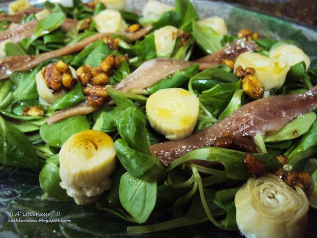 Ensalada de canónigos con vinagreta de frutos secos ( kikos )