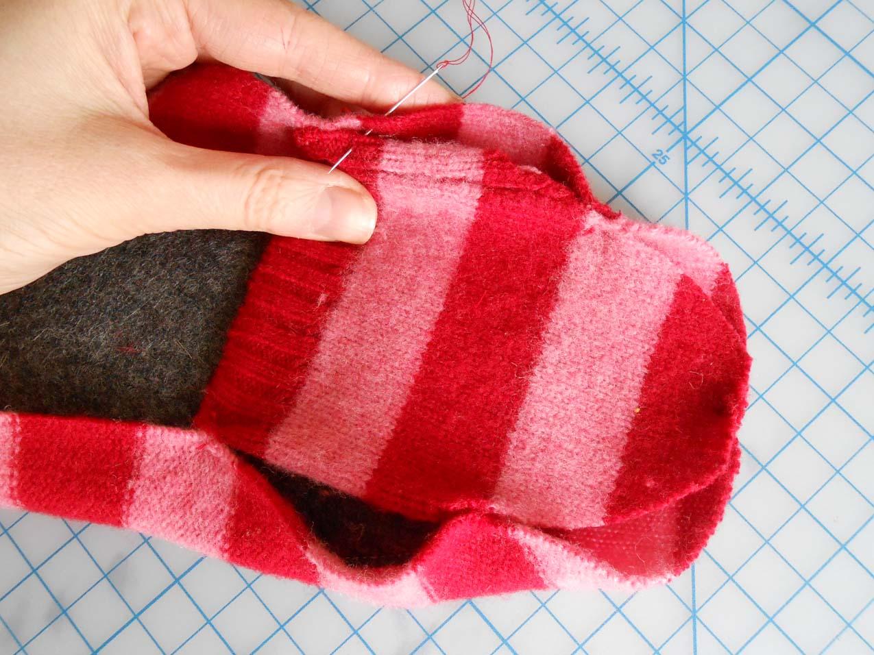 Переделка старого свитера в носки Мастер-класс своими руками 20