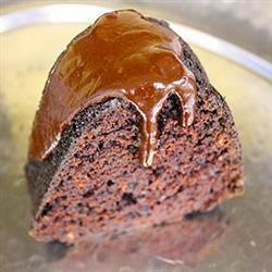 gâteau au chocolat noir avec Arroser de chocolat