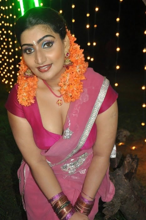 bgrade actress babilona cleavage