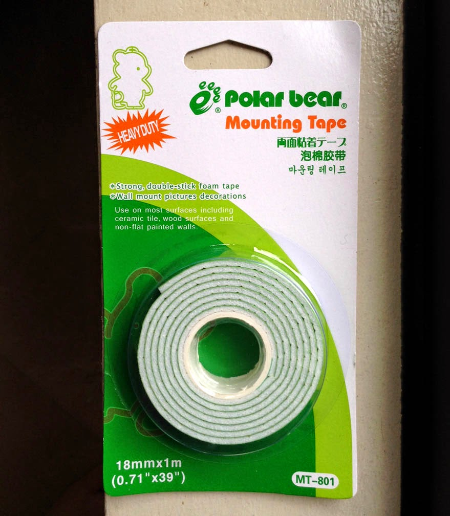 mrsmommyholic removing mounting tape from your walls