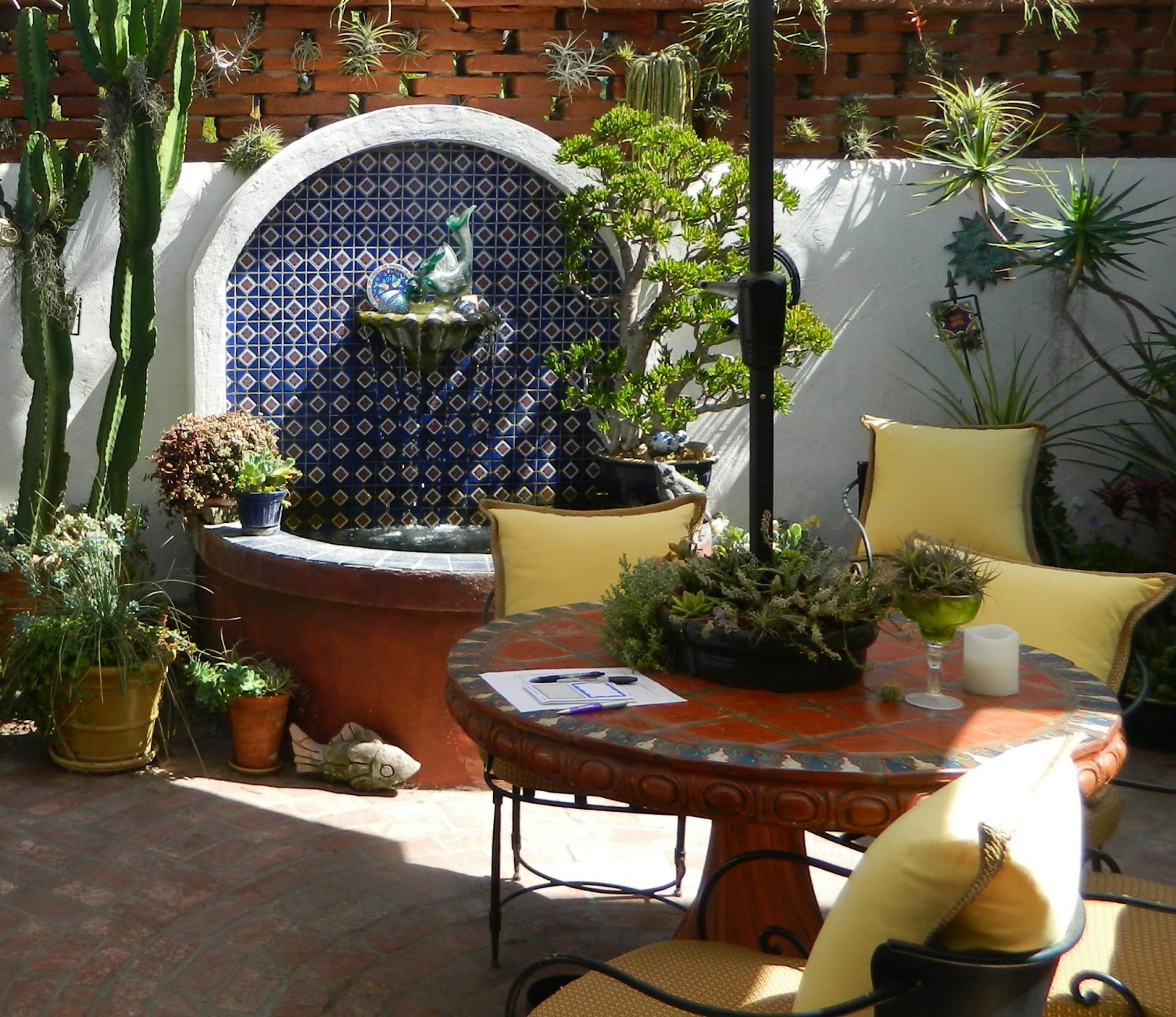 Gardenenvy decidedly spanish garden definitely in san diego for Decoration jardin palmier