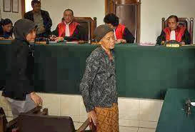Kisah Sang Nenek Pencuri Singkong dan Hakim Berhati Mulia