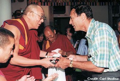 Mack presents the Dalai Lama with a copy of his book Abduction - Human Encounters with Aliens in 1999