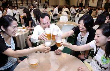 Orientales bebiendo alcohol