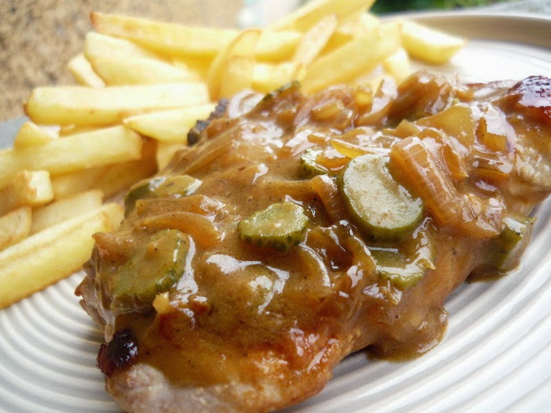 Côtes de porc sauce charcutière