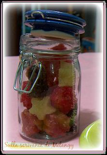 http://sullascrivaniadimelangy.blogspot.it/2013/12/zollette-di-zucchero-aromatizzate.html