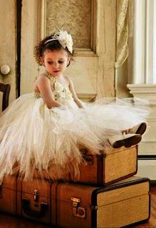 Gambar bayi perempuan cantik pakai dress tutu putih