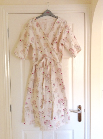 http://lifetimemrsjones.blogspot.co.uk/2015/10/sewn-dressing-gown-dress-clothing-for.html