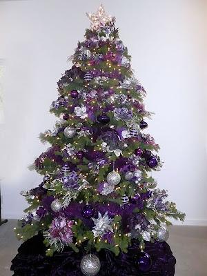 árbol navidad con púrpura