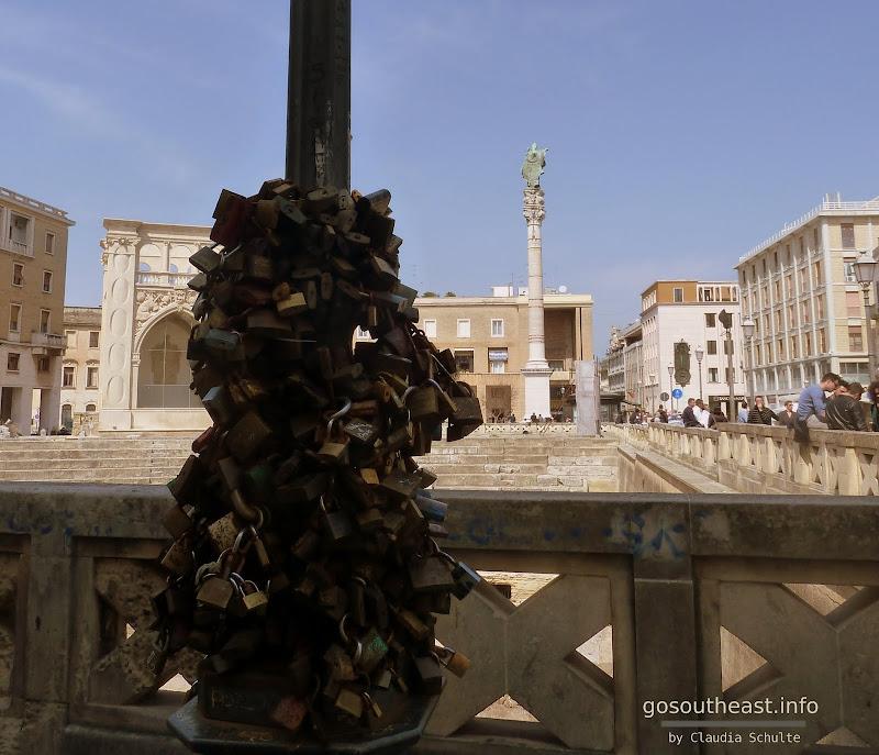 Liebesschlösser am Ampitheater von Lecce