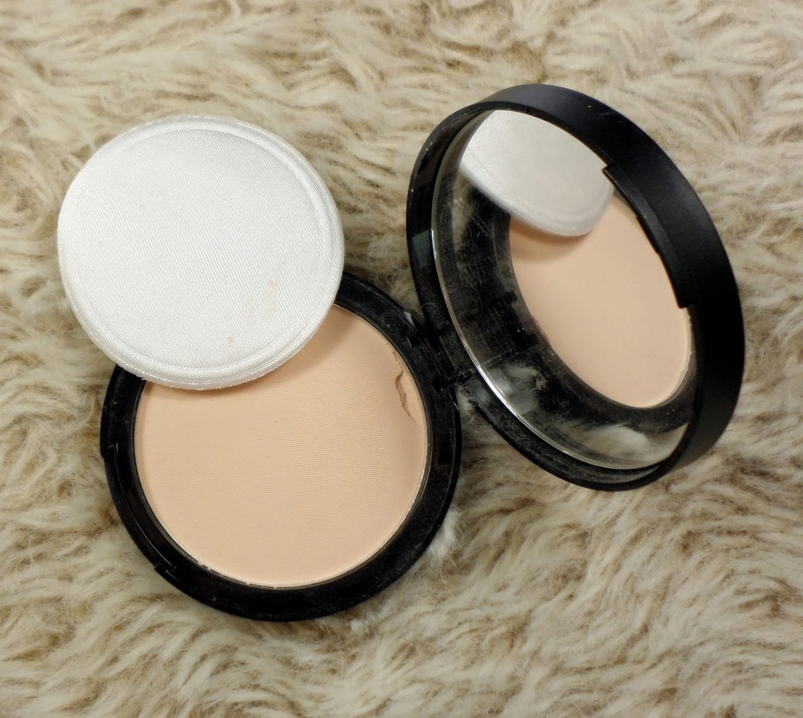 Seventeen Miracle Matte Pressed Powder in Ivory Porcelain