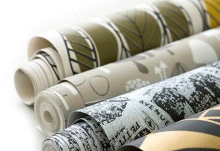 Pintura y madera como colocar papel pintado for Como empapelar puertas