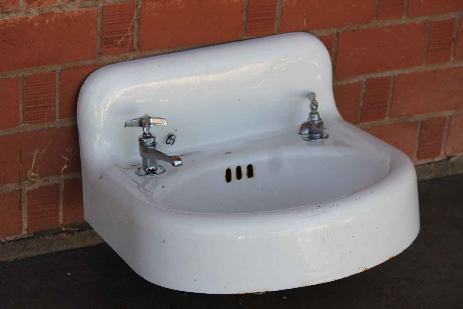 Cast Iron Sink : ClutterBuggz Online Yard Sale: Cast Iron Sink - Bathroom wallmount