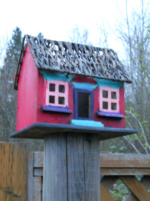 Bird house with thinning roof
