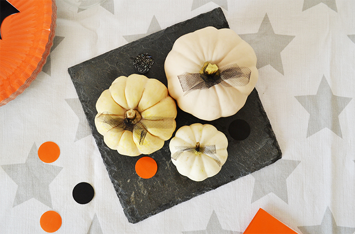 tulle decorated halloween pumpkins