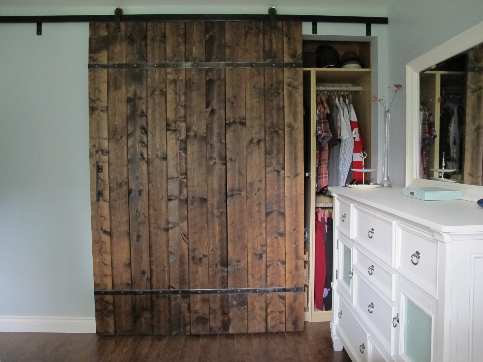 Diy barn door for Closet door ideas diy