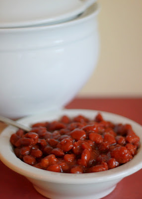 Slow Cooker Vegetarian Maple-Sriracha Baked Beans