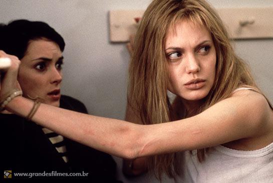 Angelina Jolie e Winona Ryder em Garota, Interrompida