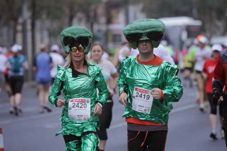 Echipament de alergare, in pas cu moda. Extraterestrii