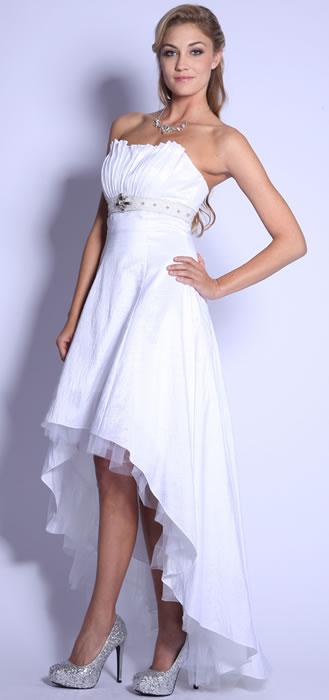 03- Robe de mariée en taffetas courte avec traîne :