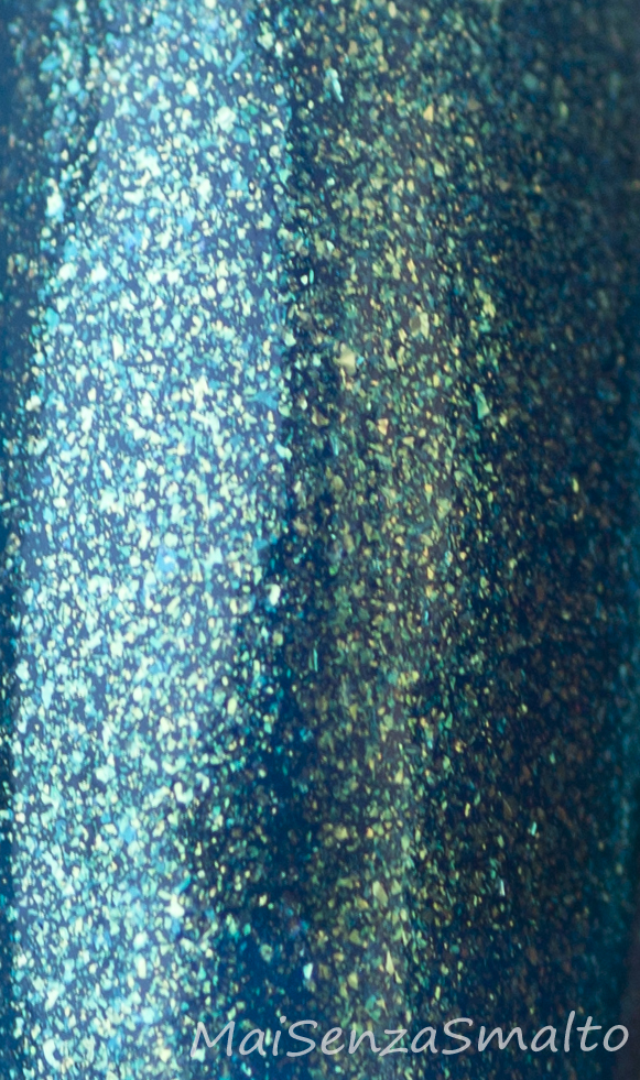 Kiko 530 Blu Pavone Perlato macro