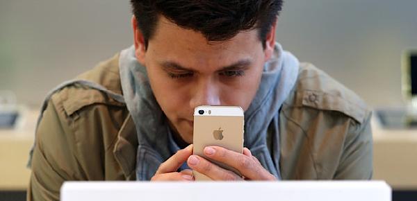 homem celular sms mensagem