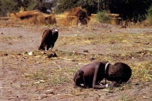 foto burung pemakan bangkai Kevin Carter