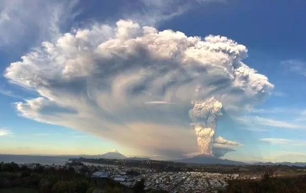 BBC - Βίντεο από την έκρηξη του ηφαιστείου Αίτνα, που προκάλεσε τον τραυματισμό 10 ανθρώπων