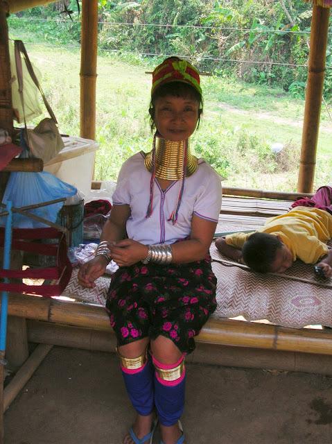 donne giraffa, thailandia, chiang rai