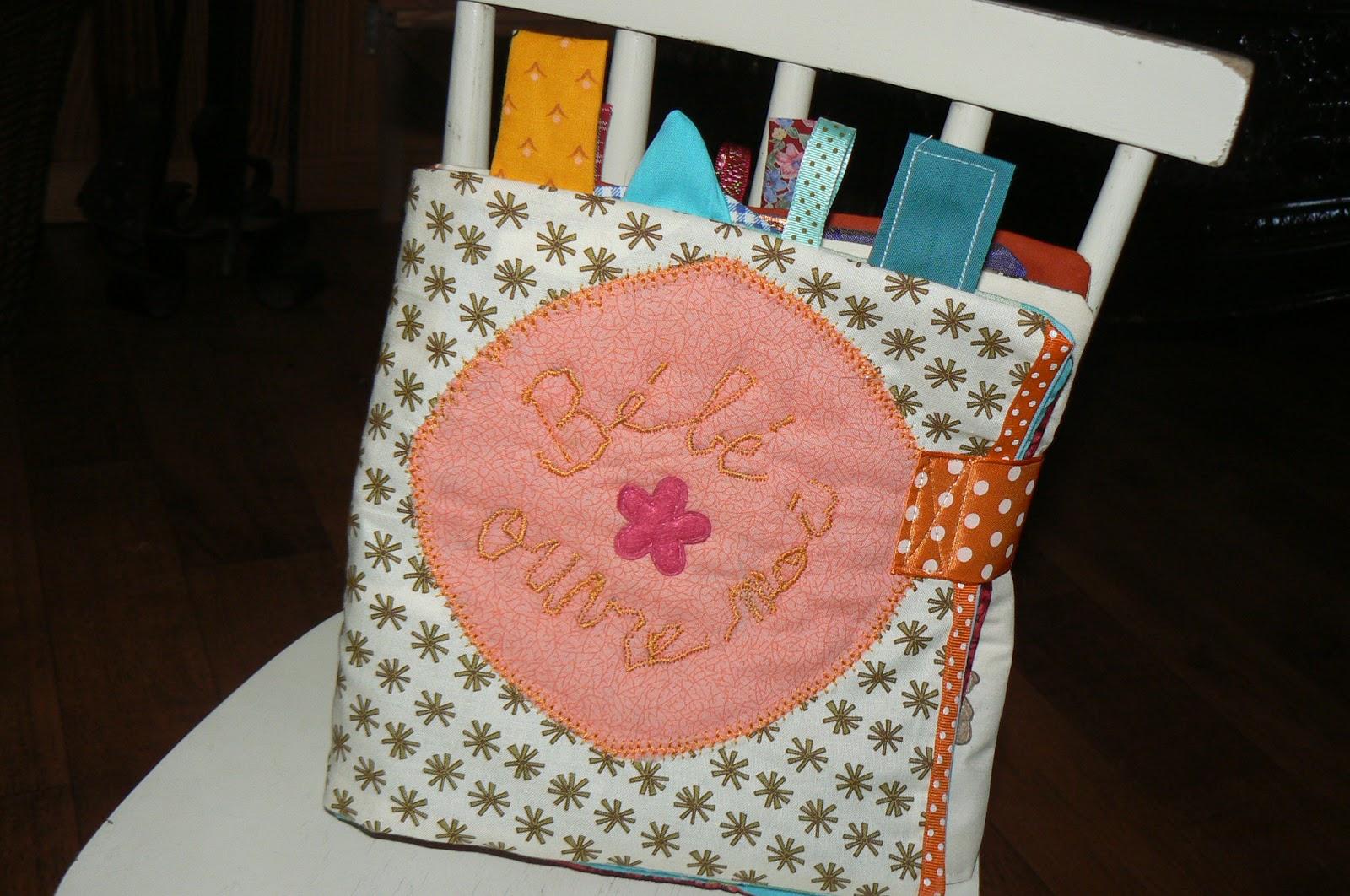 laines et tissus livre en tissu pour b b. Black Bedroom Furniture Sets. Home Design Ideas