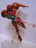 Figma Samus in an action pose