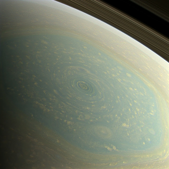 Hurricane on Saturn Picture
