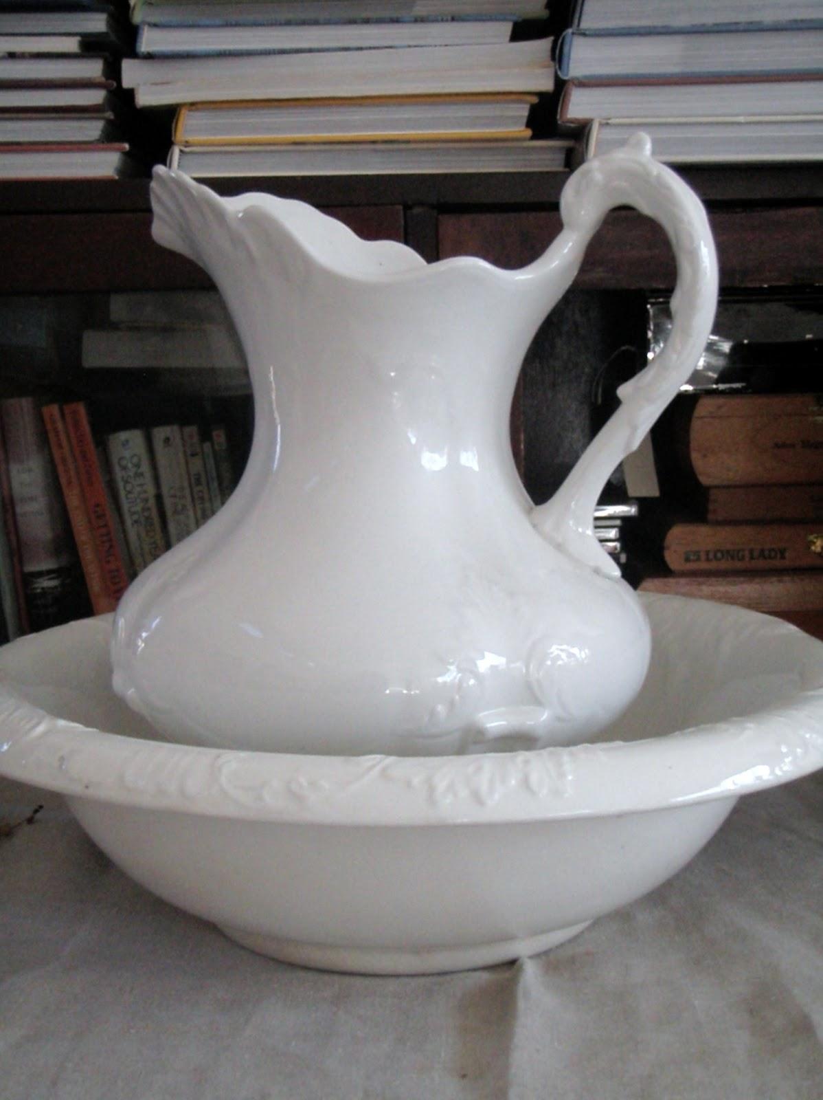 wash stand on pinterest antique wash stand victorian furniture and bowls. Black Bedroom Furniture Sets. Home Design Ideas