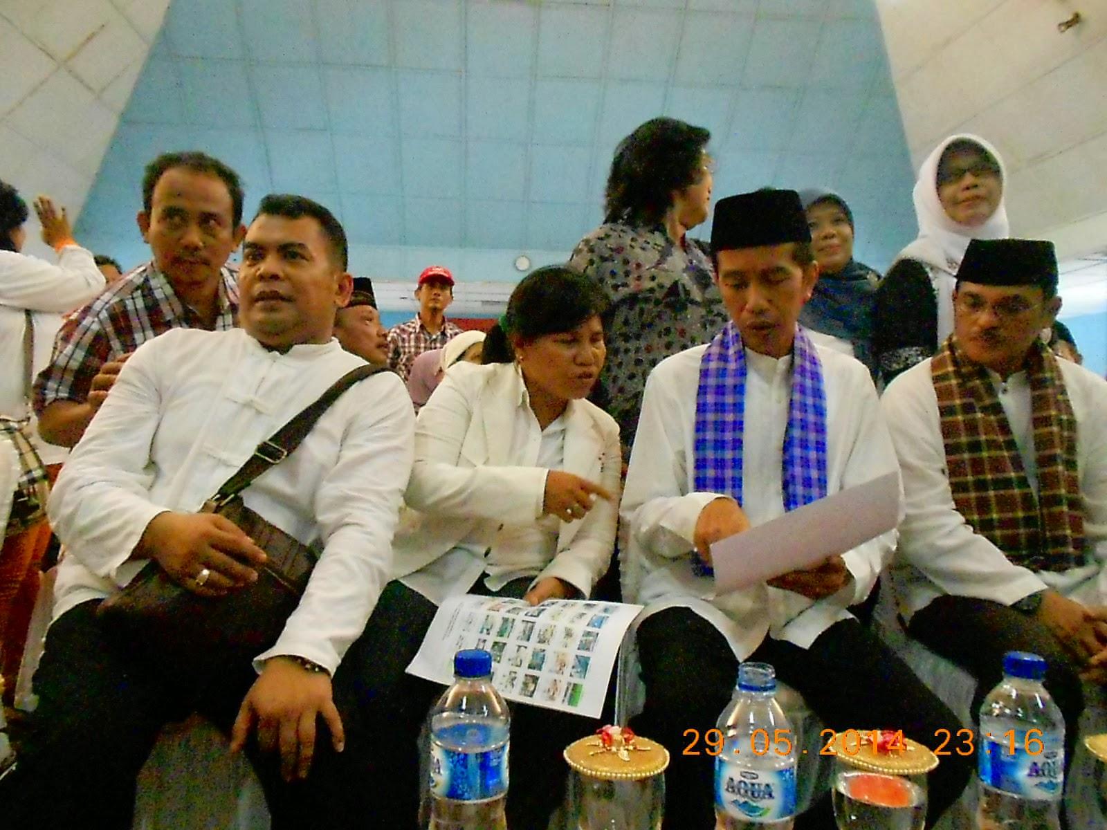 Hoiza Siregar  dan Bpk. Jokowidodo sibuk  Membahas PKL