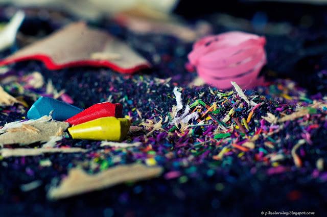 ostrzenie kredek, temperówka, zdjęcie, kolory, wióry