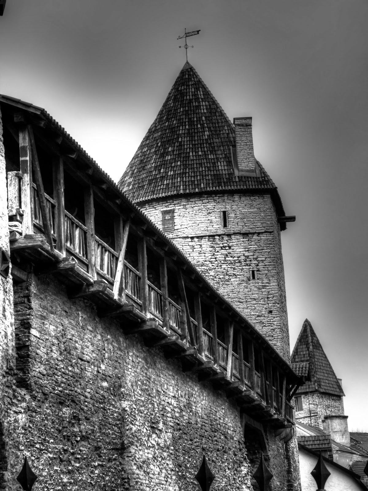 Крепостная стена и башни Таллинна