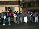 Trobada de caminants davant el Bar Restaurant Nou de Vilanova del Camí