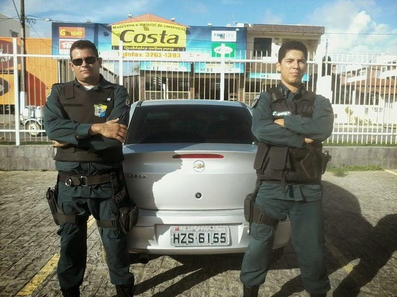 MILITARES RECUPERANDO VEÍCULO ROUBADO