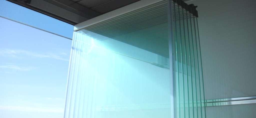 Ventajas de las cortinas de cristal cerramientos en - Cortinas de cristal malaga ...