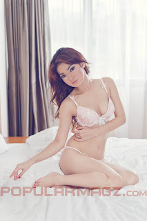 hot Ayumi Model Cantik di Majalah Popular