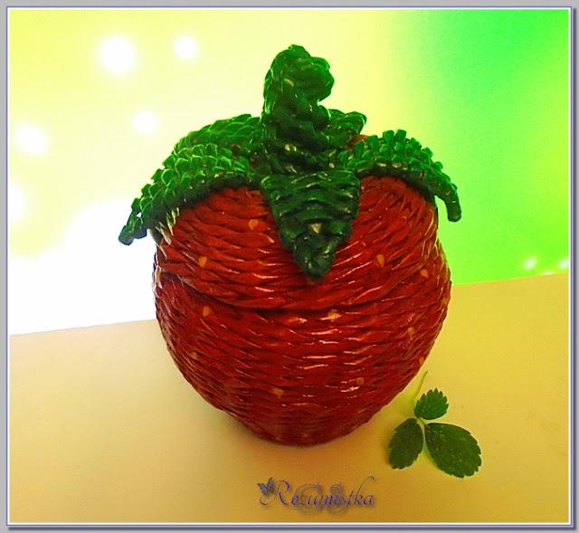 плетеная шкатулка ягода