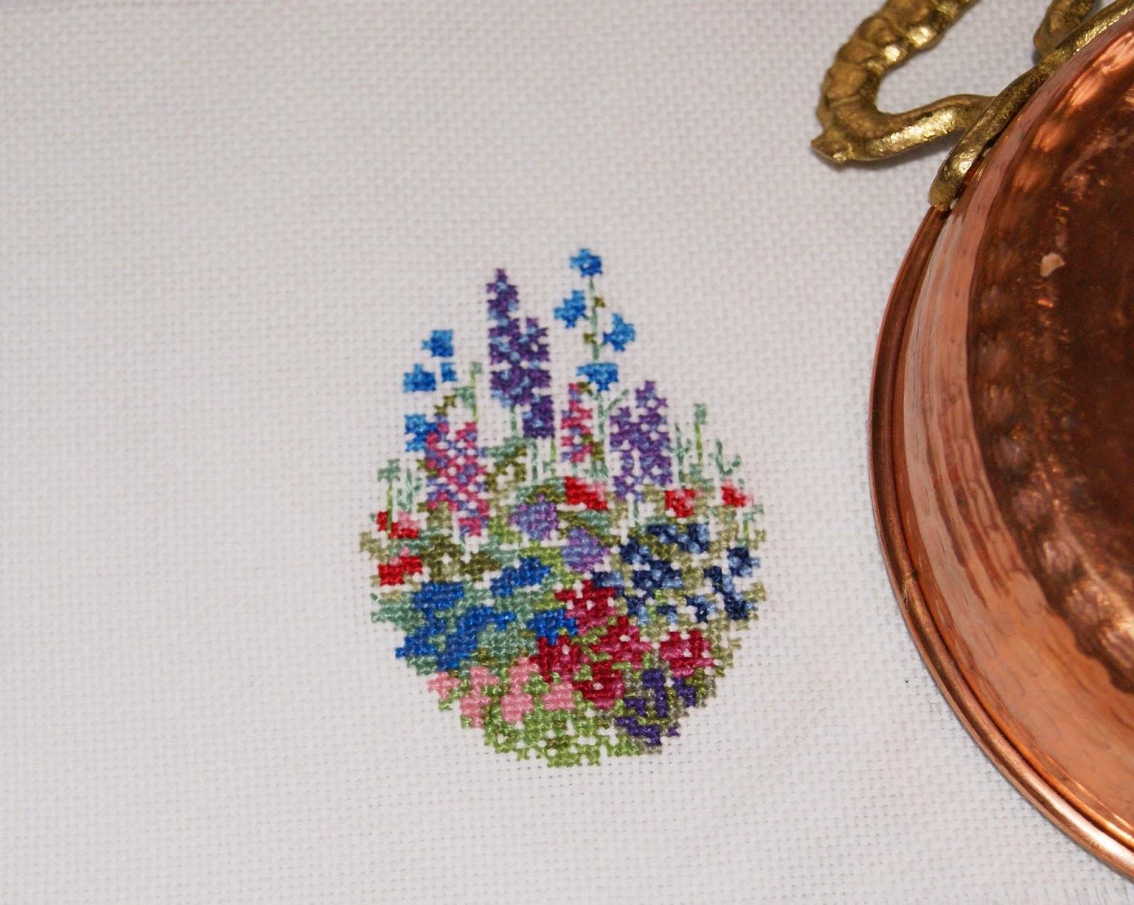 вышивка, миниатюра, цветы, вышитые цветы, вышиваю крестиком, вышивать, купить вышивку, ручная работа, оформление вышивки, вышитые картины, вышивка в цветочной гамме, маленькая вышивка  цветы, мини вышивка