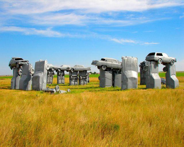 Monumento com carros