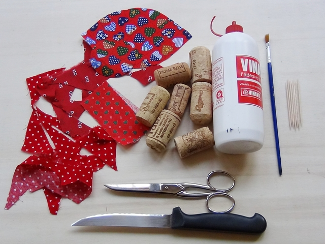 Riciclo creativo craft and fun idee per san valentino riciclo creativo dei tappi di sughero - Idee tavola san valentino ...