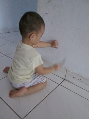 Hadi_scribbling_on_the_wall