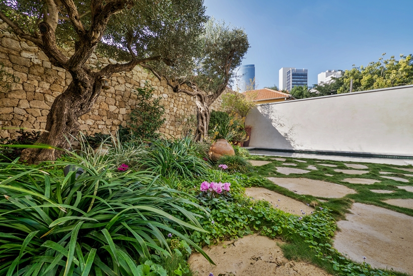 Garden in the Townhouse decorated in the style of old Neve Tzedek, Israel